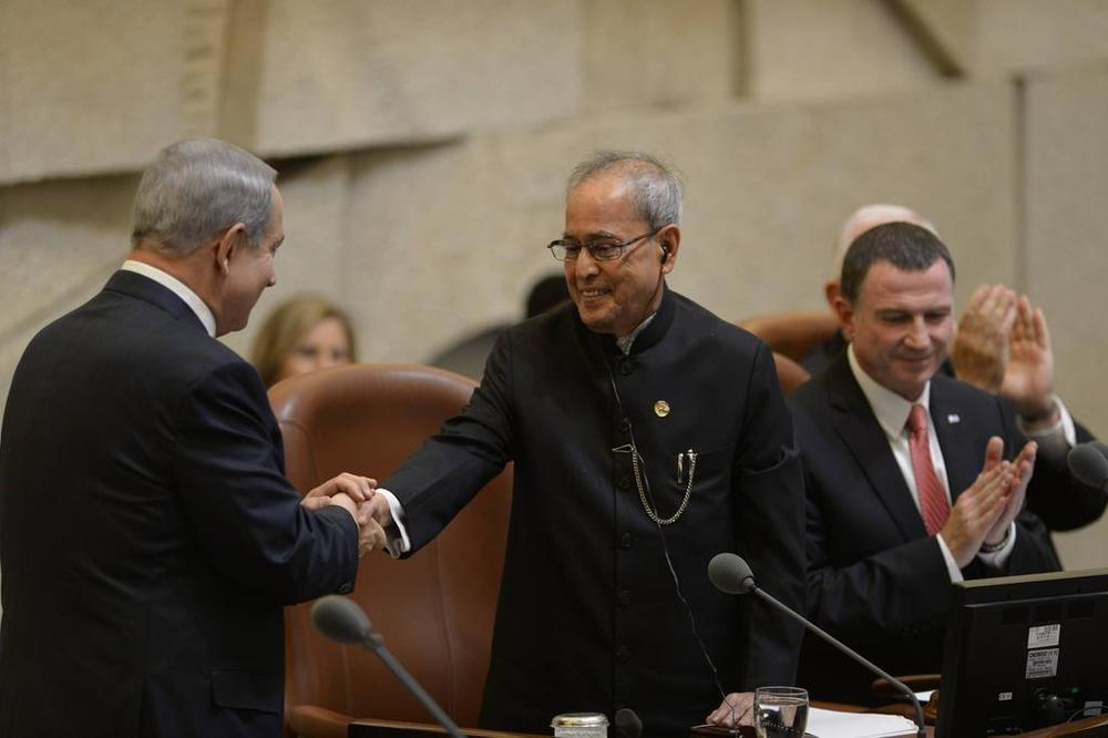 Click photo to download. Caption: Israeli Prime Minister Benjamin Netanyahu (left) welcomes Indian President Pranab Mukherjee to the Knesset. Credit: Israeli Prime Minister's Office.