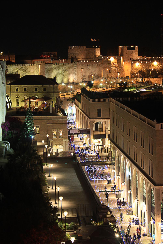 A view of Jerusalem's Mamilla Mall. Credit: Wikimedia Commons.