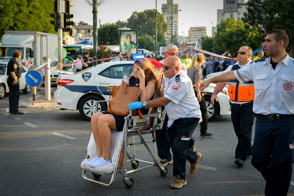 Click photo to download. Israeli police and rescue personnel at the scene of a terror attack in the central Israeli city of Rishon Lezion on November 2, 2015. Three Israelis were wounded in a stabbing attack by a 19-year old Palestinian terrorist from Hebron. Credit: Avi Dishi/Flash90.