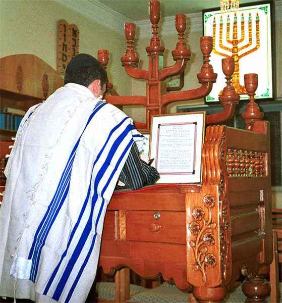 Jewish prayer. Credit: Wikimedia Commons.