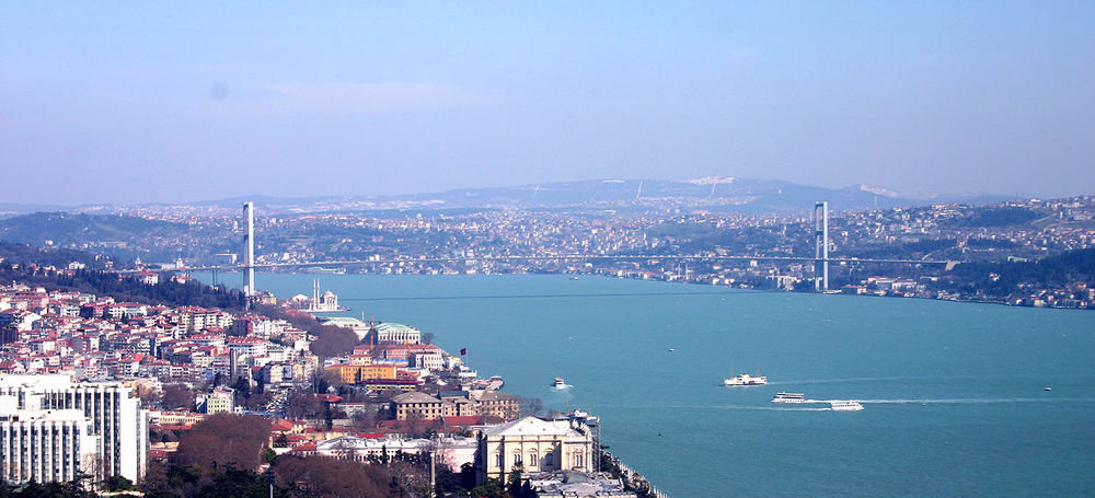Click photo to download. Caption: A view of Istanbul, a city that is home to two JCCs as part of the Turkish Jewish Community Center (T.J.C.) network. Credit: Bertil Videt via Wikimedia Commons.