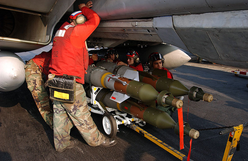 U.S. Navy crewmen loading GBU-12 bombs onto an F-14. Credit: United States Navy, Photographer's Mate 2nd Class Danny Ewing Jr.