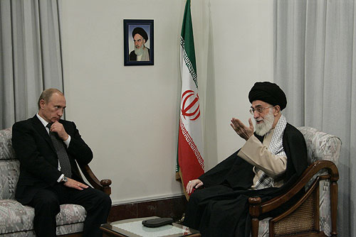 Iranian Supreme Leader Ayatollah Ali Khamenei (right) and Russian President Vladimir Putin meet in 2007 in Tehran. Credit: Kremlin.ru/Wikimedia Commons.