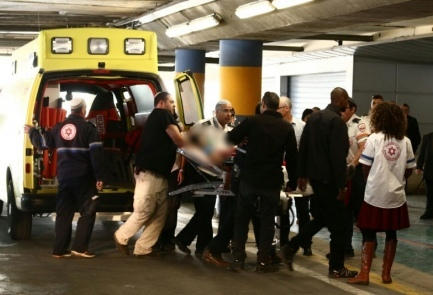 The Israeli victim of Wednesday's Palestinian stabbing attack near Hebron is rushed into the emergency room at Shaare Zedek Medical Center in Jerusalem. Credit: Courtesy of Shaare Zedek Medical Center.