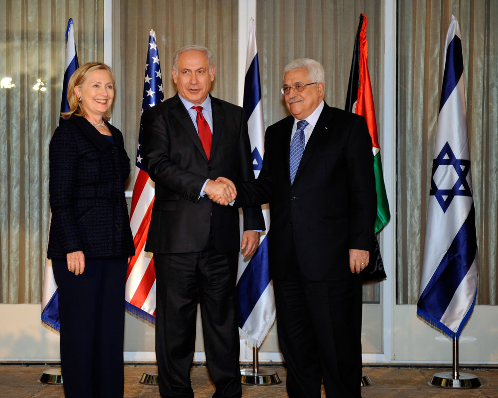 Israeli Prime Minister Benjamin Netanyahu (center) and Palestinian Authority President Mahmoud Abbas (right) shake hands in September 2010. Credit: State Department.