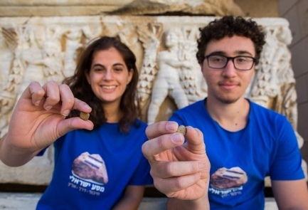 Israeli students Almog Simoni (left) and Amit Omer, who found the ancient Hasmonean-era coins during Hanukkah. Credit: Noam Revkin-Fenton.