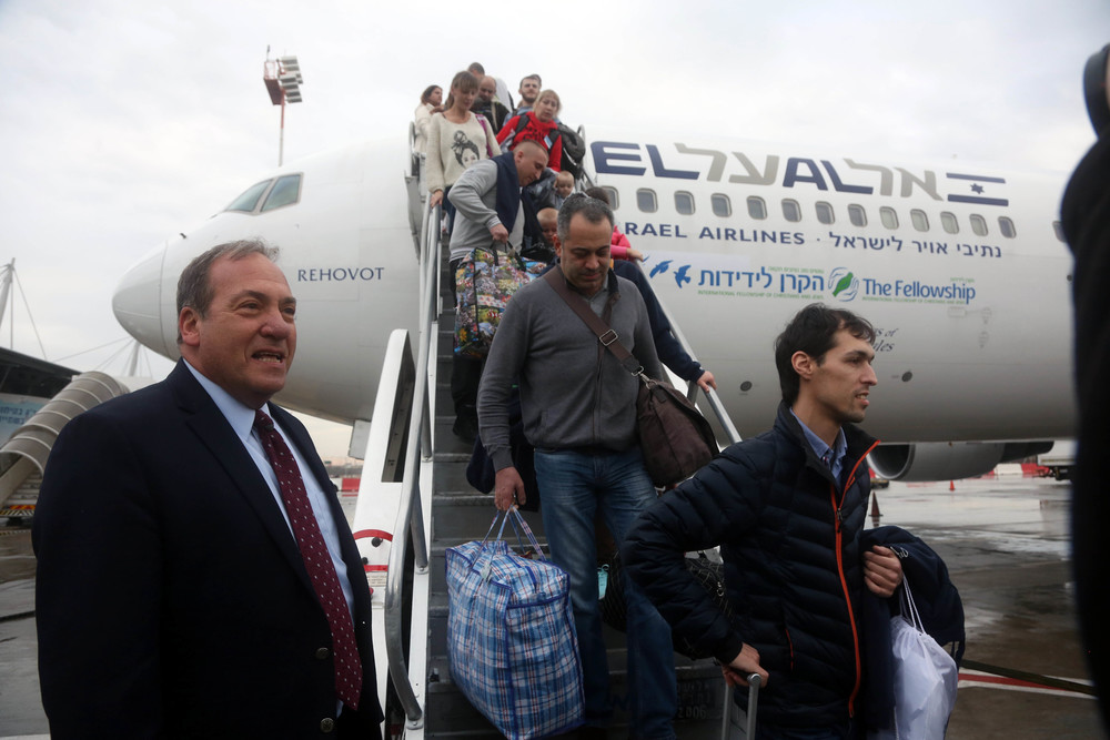 Rabbi Yechiel Eckstein (left), founder and president of the International Fellowship of Christians and Jews welcomes Ukrainian immigrants to Israel. Credit: Courtesy of The Fellowship.
