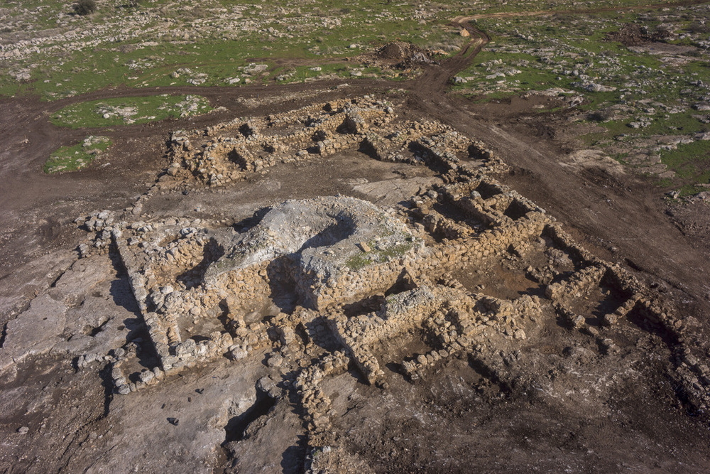 An aerial view of the 2,700-year-old farmhouse. Credit: Israel Antiquities Authority.