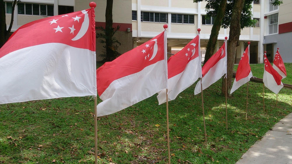 Singapore flags. Credit: Wikimedia Commons.