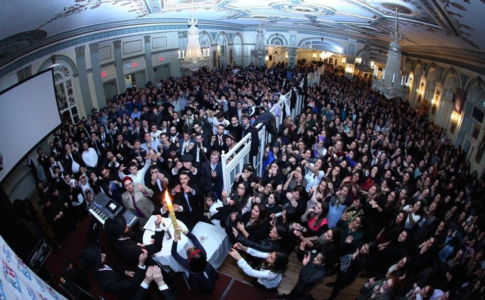 Click photo to download. Caption: In October 2015 in New York, havdalah takes place at the conclusion of Shabbat during the international Shabbaton program of Chabad on Campus. The weekend event drew more than 1,000 students. Credit: Bentzi Sasson - Chabad.edu.