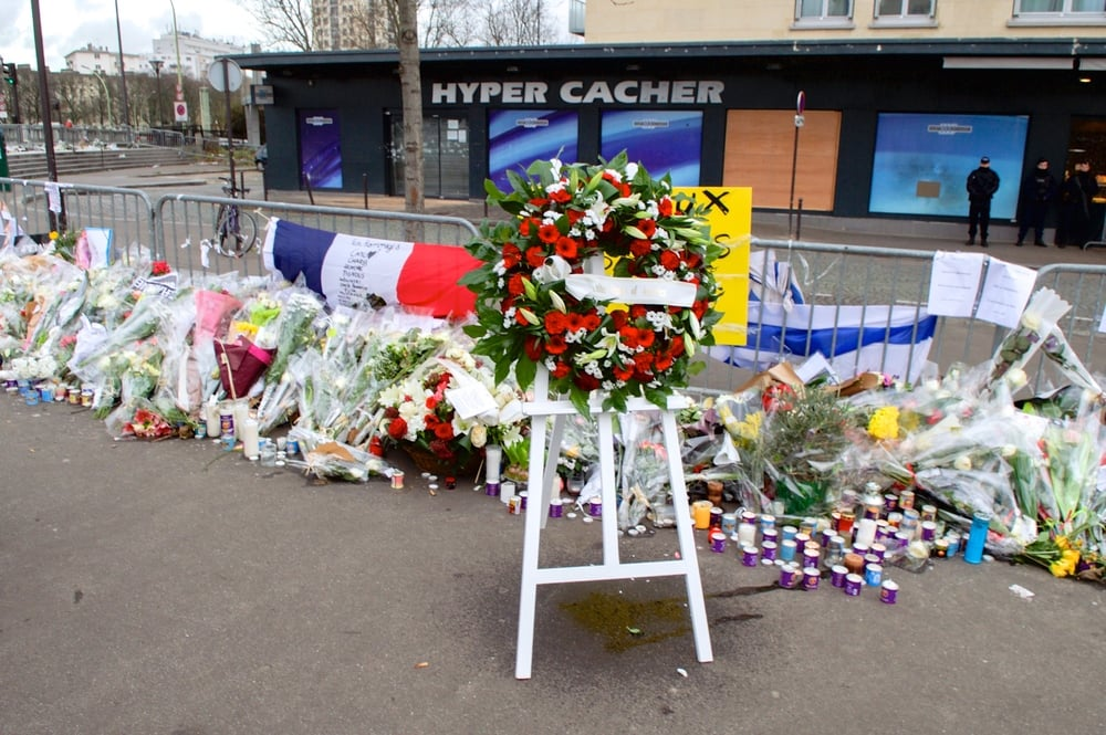 The wreath left outside the Hyper Cacher kosher supermarket in Paris by U.S. Secretary of State John Kerry and French Foreign Minister Laurent Fabius on Jan. 16, 2015, to pay homage to the Jewish victims of the Islamist terror attack at that site a week earlier. Credit: U.S. Department of State.