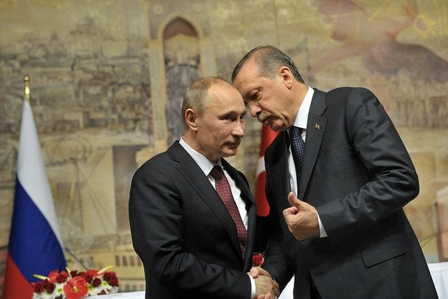 Despite friendly ties between Turkey and Russia in the past, the current relationship between Turkish President Recep Tayyip Erdogan (right) and Russian President Vladimir Putin (left) is frosty. Credit: The Kremlin via Wikimedia Commons.