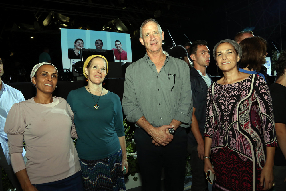 The mothers of slain Israeli teens Eyal Yifrach, Naftali Frenkel, and Gilad Shaar are pictured with former IDF chief of staff Benny Gantz, the newest addition to the committee for the Jerusalem Unity Prize, which the teens' families co-founded. Credit: Sasson Tiram.
