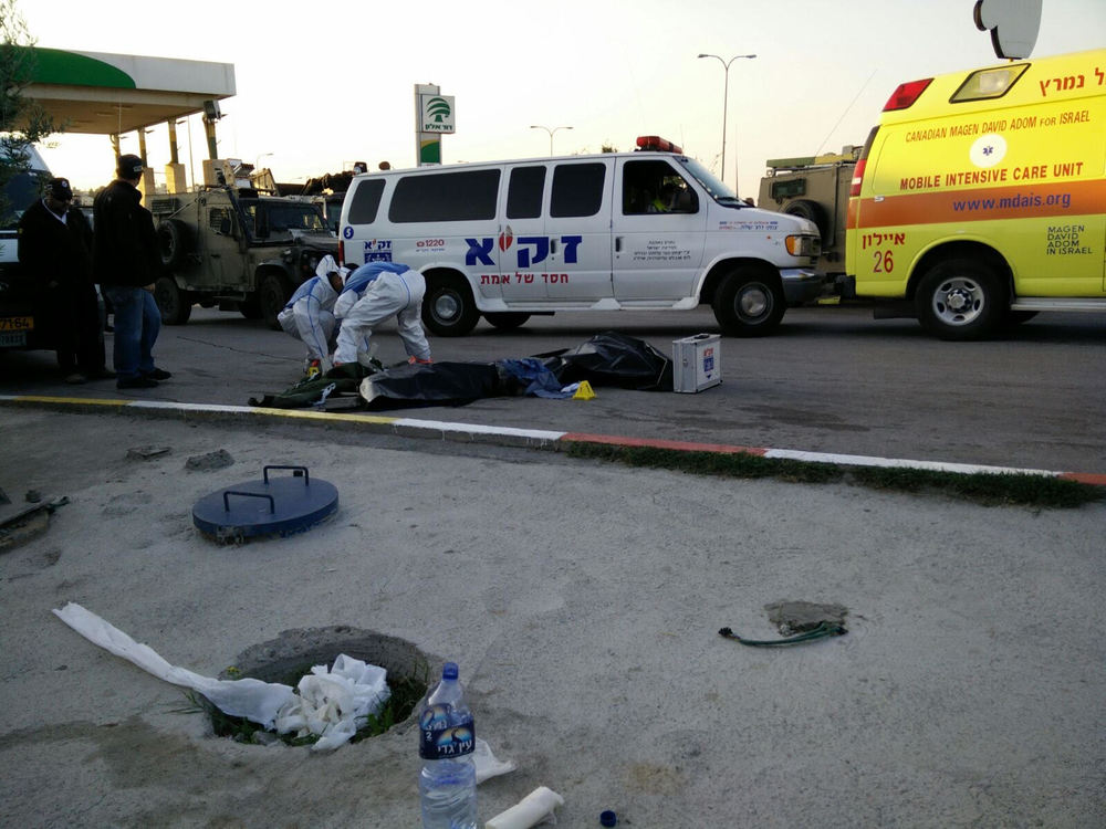 Israeli emergency responders from ZAKA handle the aftermath of a terror attack that killed an 18-year-old Israeli soldier north of Jerusalem last November. Credit: Courtesy ZAKA.