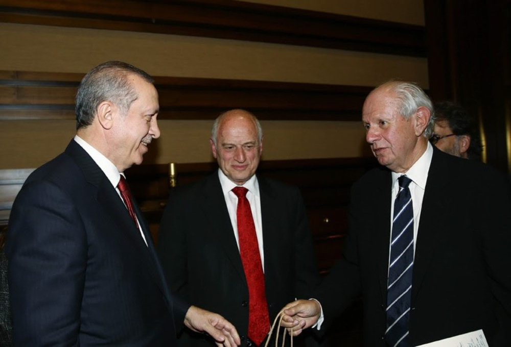 Turkish President Recep Tayyip Erdogan (left) meets Tuesday with Malcolm Hoenlein (center) and Stephen M. Greenberg, leaders of the Conference of Presidents of Major American Jewish Organizations. Credit: Conference of Presidents.
