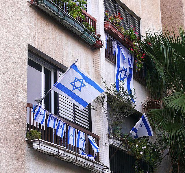 Israeli flags on display. Credit: Wikimedia Commons.