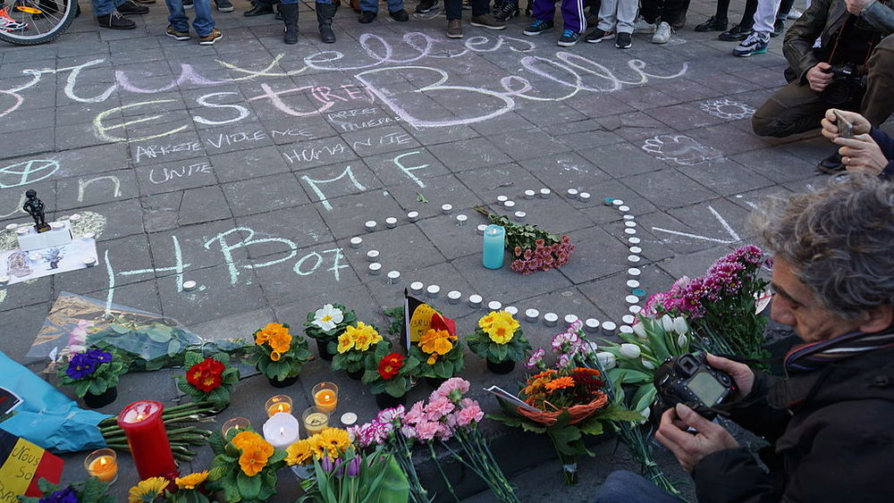 A memorial for the victims of Tuesday's Brussels attacks. Credit: Miguel Discart via Wikimedia Commons.