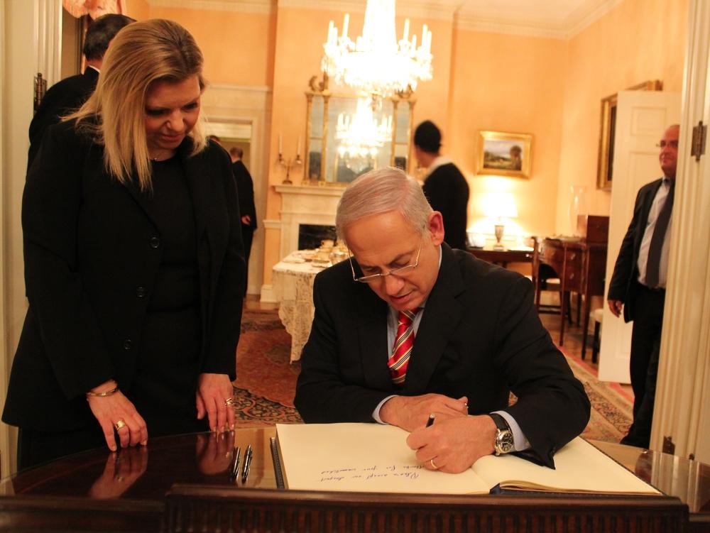 Sara Netanyahu and Prime Minister Benjamin Netanyahu. Credit: IsraelinUSA via Wikimedia Commons.