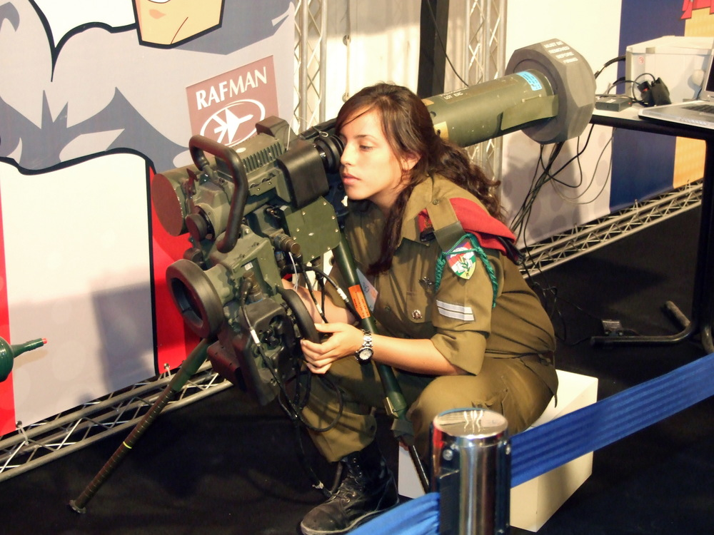 An Israeli soldier with a Spike anti-tank missile launcher, which was developed by Rafael Advanced Defense Systems. Credit: Natan Flayer via Wikimedia Commons.