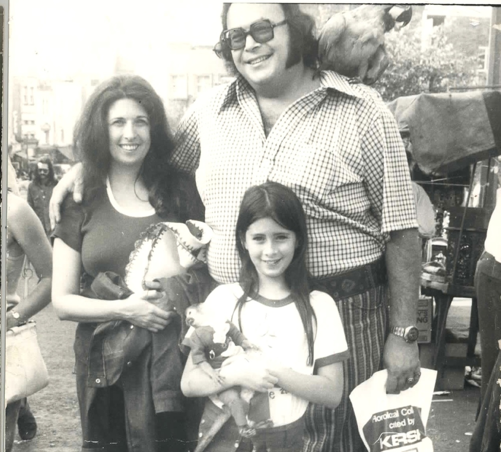 Click photo to download. Caption: Dawn Lerman with her parents. Credit: Courtesy Dawn Lerman.