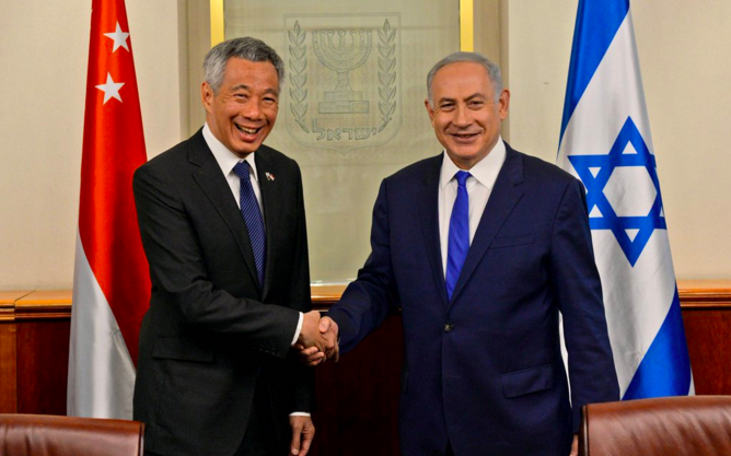 Israeli Prime Minister Benjamin Netanyahu (right) meets with his Singaporean counterpart, Prime Minister Lee Hsien Loong, on Tuesday in Jerusalem. Credit: PM of Israel via Twitter.