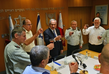 Prime Minister Benjamin Netanyahu takes part in a pre-Independence Day toast at the IDF headquarters in Tel Aviv on Monday. Credit: Kobi Gideon/GPO.
