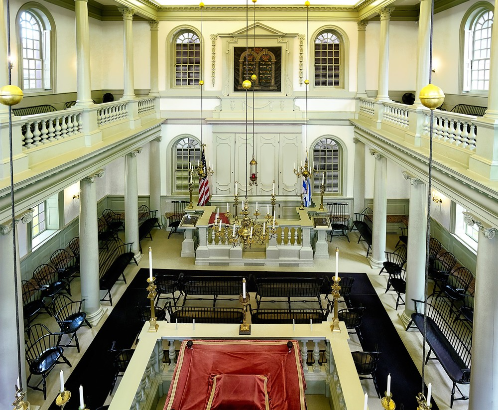 Inside the Touro Synagogue. Credit: S.d.touro via Wikimedia Commons.