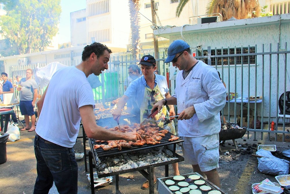 Click photo to download. Caption: JNFuture Israel's barbecue for Israel's 68th Independence Day. Credit: Courtesy Jewish National Fund.