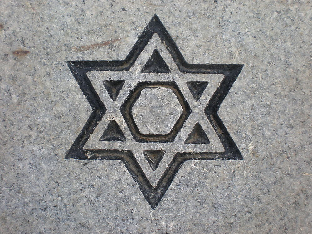 A Jewish gravestone marking (illustrative). Credit: Wikimedia Commons.