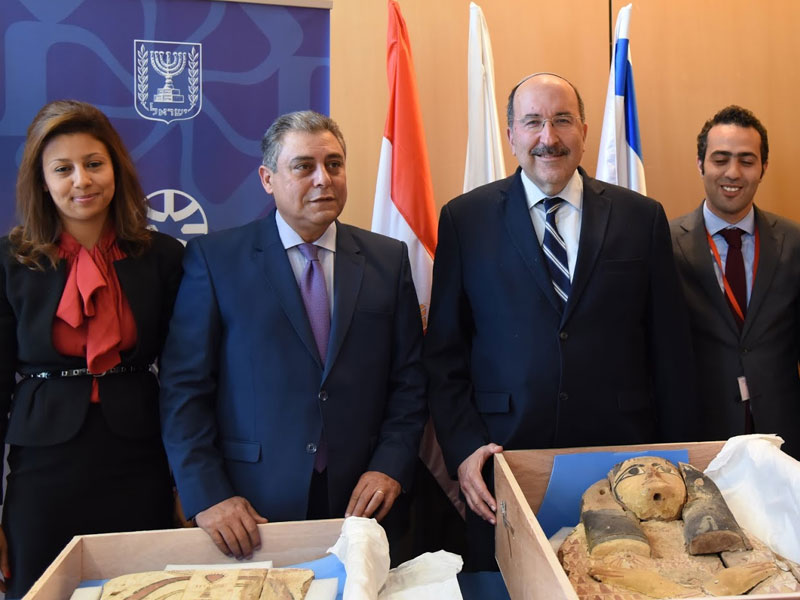 Israeli Foreign Ministry Director-General Dore Gold (third from left) with Egyptian Ambassador to Israel Hazem Khairat (second from left) at Sunday's ceremony that marked Israel's return of sarcophagus covers to Egypt. Credit: Israeli Foreign Ministry/Eleram Mendel.