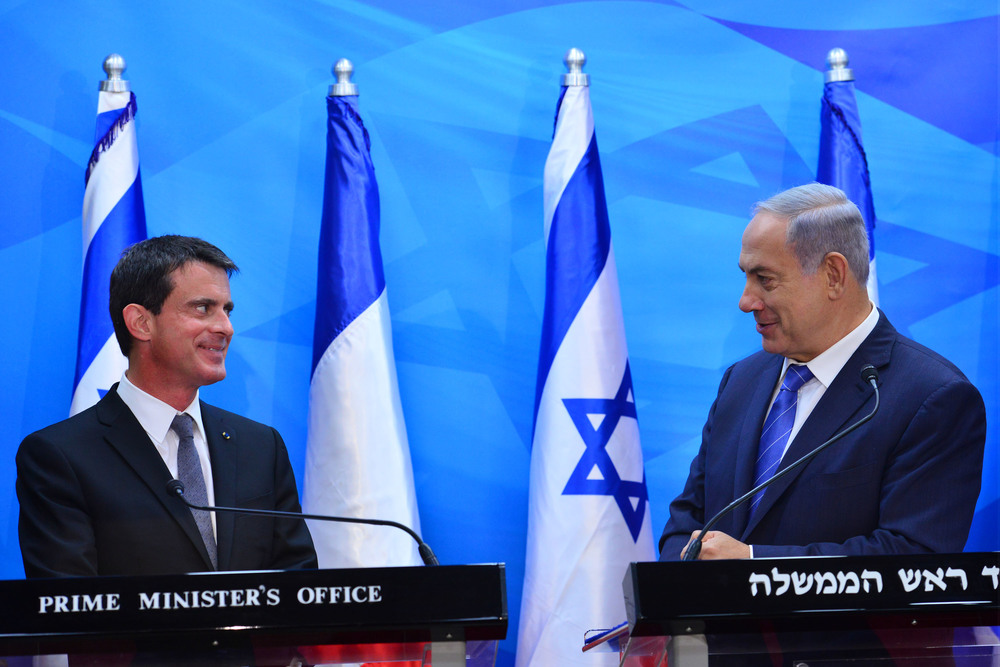 Click photo to download. Caption: Israeli Prime Minister Benjamin Netanyahu (right) holds a joint press conference with French Prime Minister Manuel Valls in Jerusalem on May 23, 2016. Credit: Kobi Gideon/GPO.