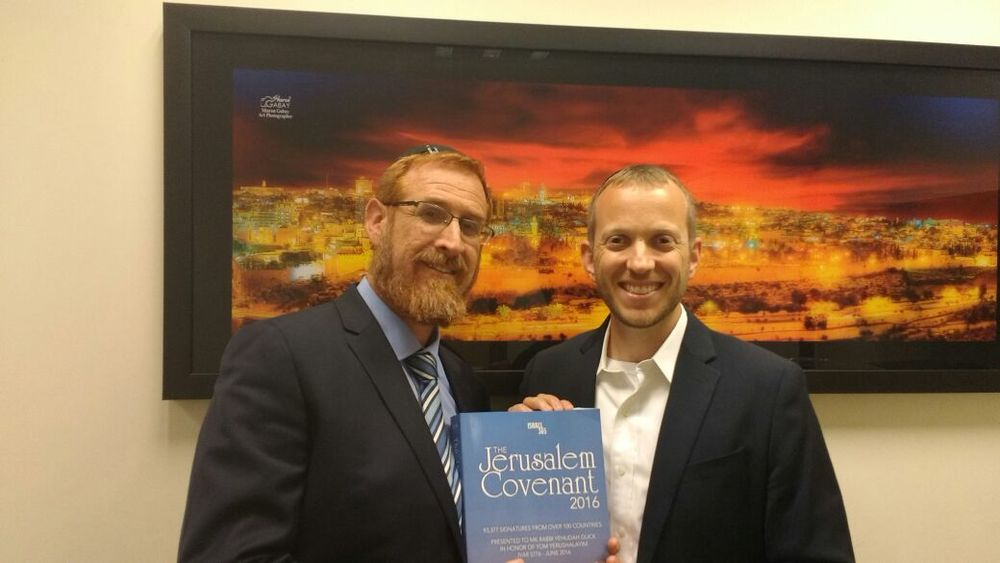 Rabbi Tuly Weisz (right) presents Member of Knesset Yehuda Glick with the Jerusalem Covenant. Credit: Israel365.