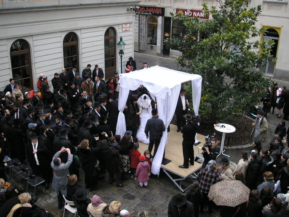 A Jewish wedding in Vienna (illustrative). Credit: Wikimedia Commons.