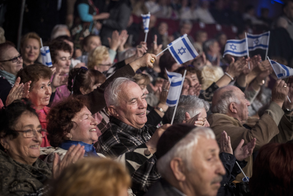 Click photo to download. Caption: Russian immigrants to Israel attend an event marking the 25th anniversary of the great Russian aliyah from the former Soviet Union at the Jerusalem Convention Center on Dec. 24, 2015. Credit: Hadas Parush/Flash90.