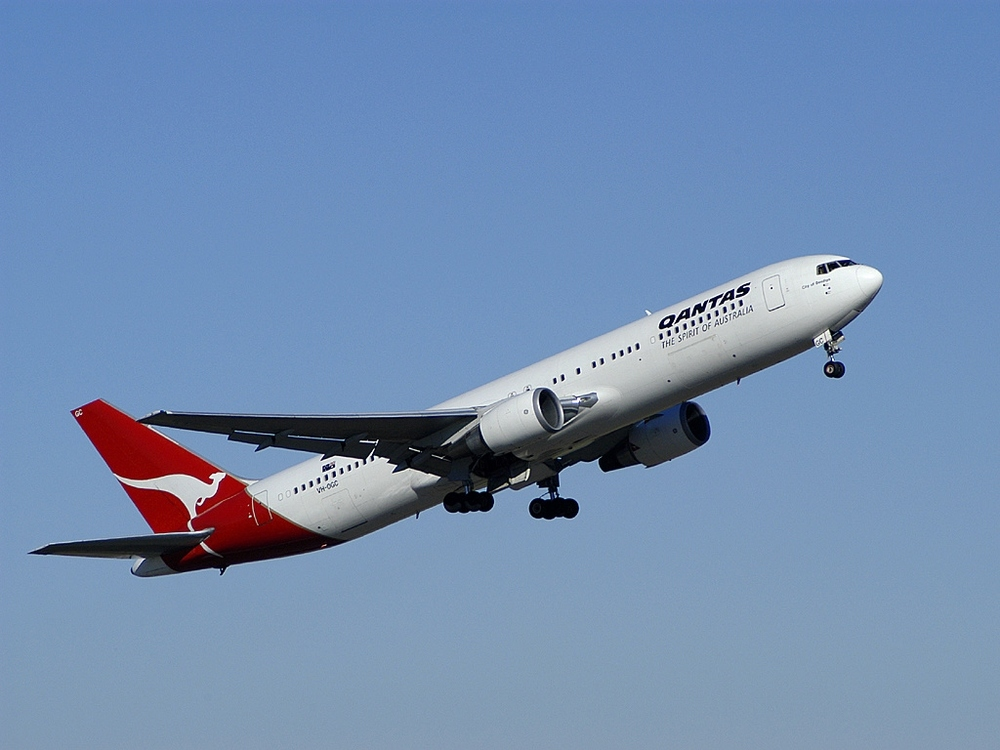 A Boeing plane operated by the Qantas airline. Credit: Grahame Hutchison via Wikimedia Commons.