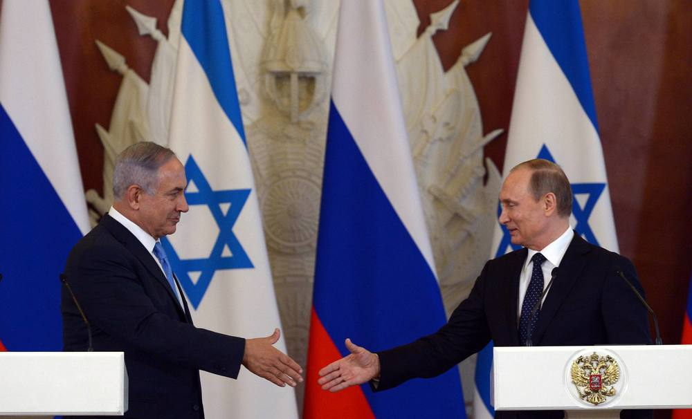 Click photo to download. Caption: Israeli Prime Minister Benjamin Netanyahu (left) and Russian President Vladimir Putin meet in Moscow on June 7, 2016. Credit: Haim Zach/GPO.