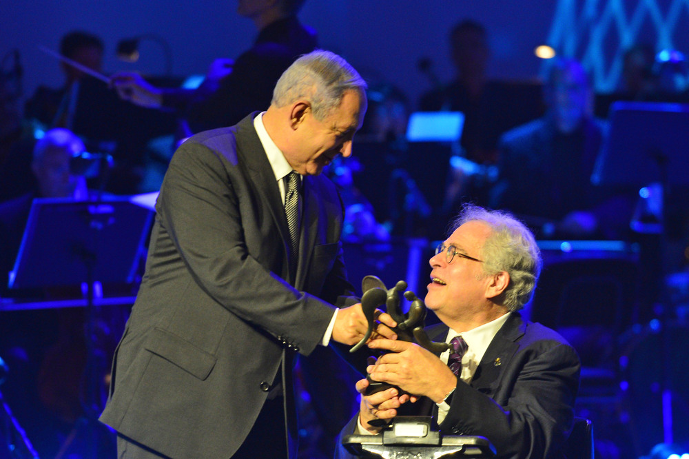 Click photo to download. Caption: Israeli Prime Minister Benjamin Netanyahu (left) hands the Genesis Prize to Israeli-American violinist Itzhak Perlman at the Jerusalem Theater on June 23. Credit: Kobi Gideon/GPO.