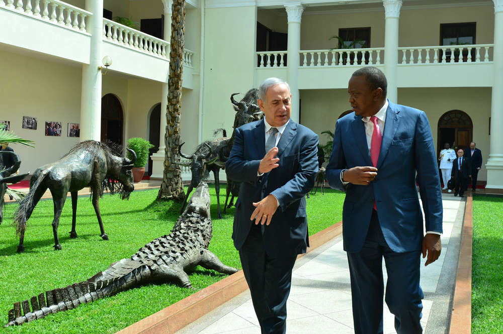 Click photo to download. Caption: Israeli Prime Minister Benjamin Netanyahu meets with Kenyan President Uhuru Kenyatta in Nairobi, Kenya, on July 5. Credit: Kobi Gideon/GPO.
