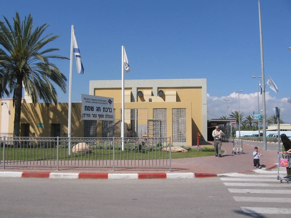 The Jordan River border crossing between Jordan and Israel near the Sea of Galilee. Credit: Wikimedia Commons.