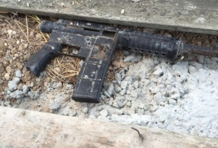 A gun confiscated in Israeli security forces' raid in Urif overnight Sunday. Credit: Shin Bet.