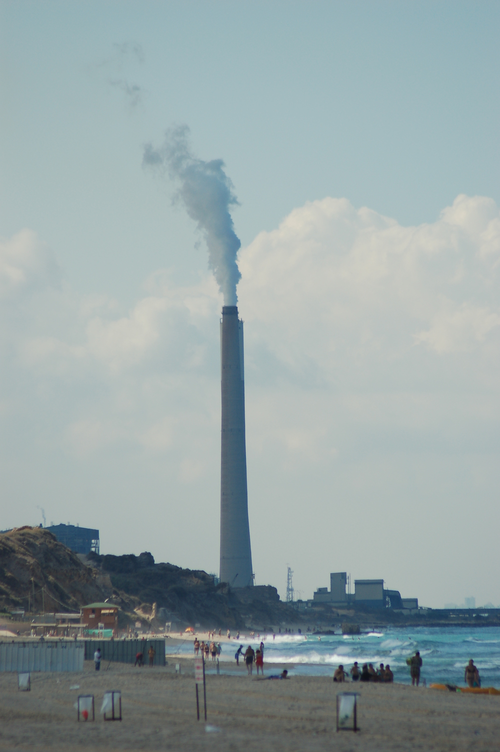 Coal powered electric generating facility, south of a municipal beach Credit: David King from Haifa, Israel via Wikimedia Commons.