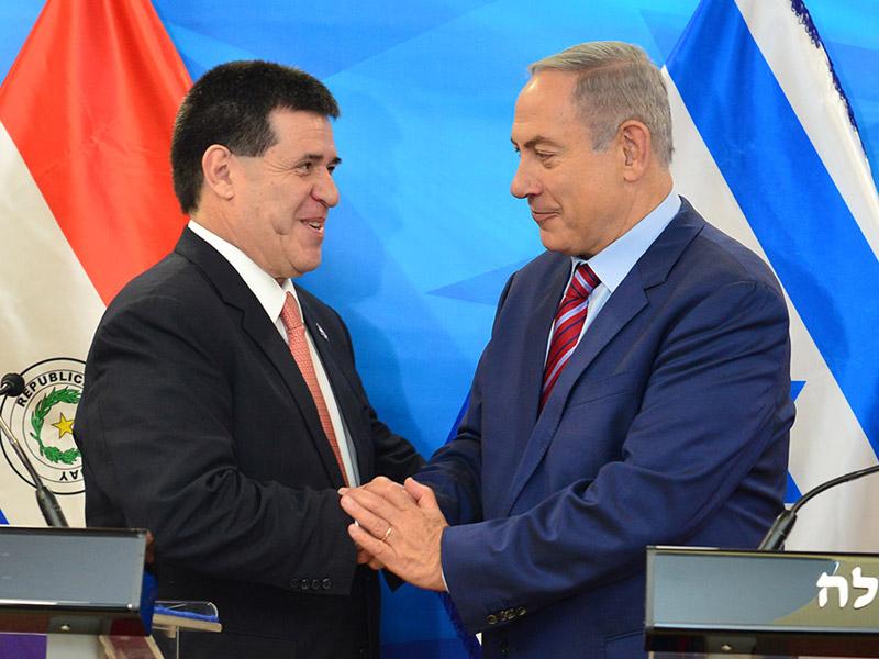 Israeli Prime Minister Benjamin Netanyahu with Paraguayan President Horacio Cartes in Jerusalem. Credit: GPO/Kobi Gideon.