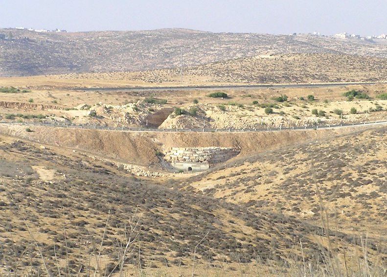 The Israeli security barrier near Meitar. Credit: Eman via Wikimedia Commons.
