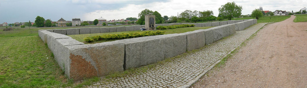 The memorial of the pogrom of Jedwabne on the former site of the barn. Credit: Jacques Lahitte via Wikimedia Commons.