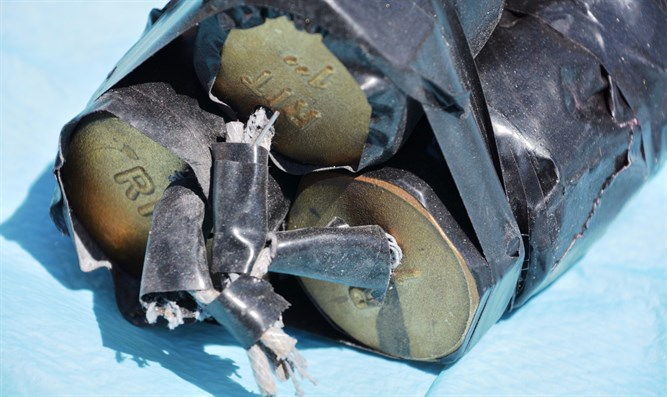 The unexploded bomb found in Palestinian terrorist Ali Abu Hasan's backpack. Credit: Israel Police.