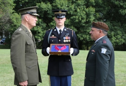 U.S. Joint Chiefs of Staff Chairman Gen. Joseph Dunford (left) awards the Legion of Merit to IDF Chief of Staff Lt. Gen. Gadi Eizenkot. Credit: IDF Spokesperson's Unit