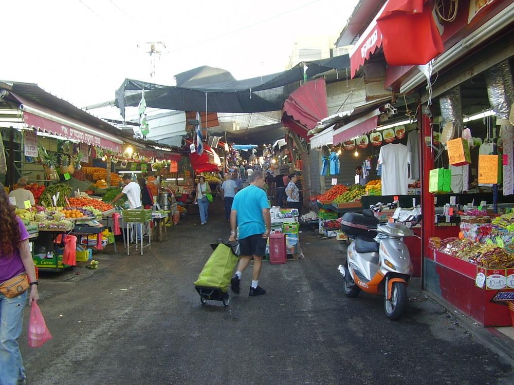 Tel Aviv's Shuk Hacarmel (Carmel Market) in 2015. Credit:Avishai Teicher via Wikimedia Commons.