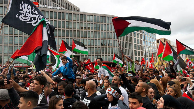 Pro-Palestinian demonstrators in Berlin in 2014. Credit: Montecruz Foto via Flickr.