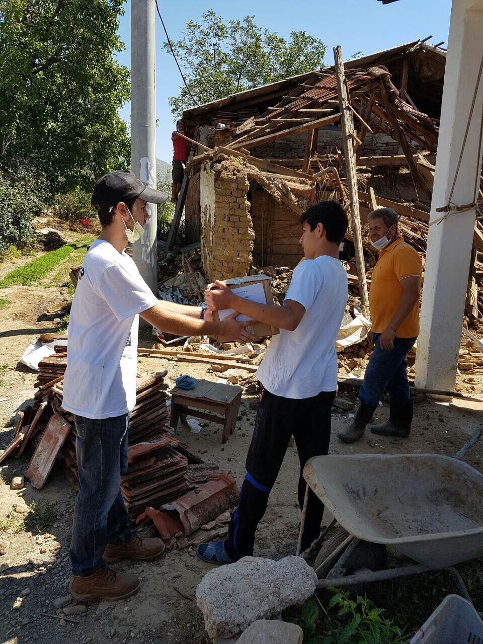 Volunteer distributing hygiene relief kit in Macedonia village. Credit: American Jewish Joint Distribution Committee