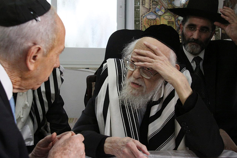 Israeli president Shimon Peres visits Rabbi Yosef Shalom Elyashiv on Oct. 08, 2009. Rabbi Elyashiv passed away on July 18, 2012 at the age of 102. Credit: Yosef Avi Yair Engel/GPO/FLASH90.